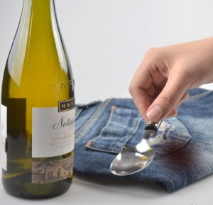 560px-Remove-a-Red-Wine-Stain-from-Jeans-Step-2---Version-3